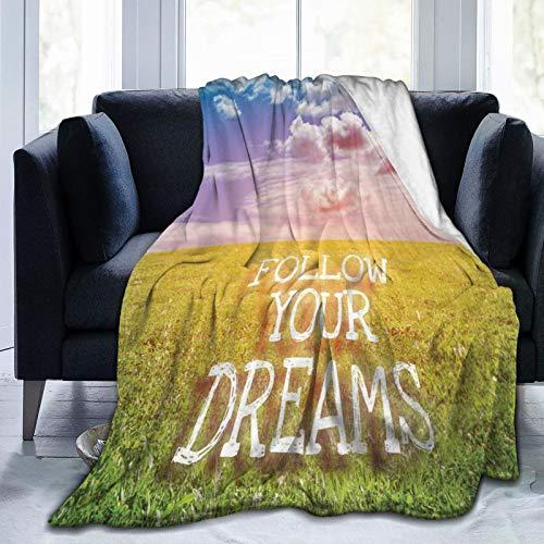 Manta mullida, con mensaje «Follow Your Dreams» en un campo verde con letras de primavera abiertas, ultra suave, manta para dormitorio, cama, TV, manta de cama de 80 x 60 pulgadas