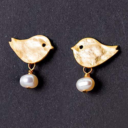 Niedliche Perlen-Ohrringe, Vogel-Ohrstecker gold, Süßwasser-Perlen, matt vergoldete Vögelchen-Stecker, zierlicher Perlen-Schmuck, Geschenk für Sie