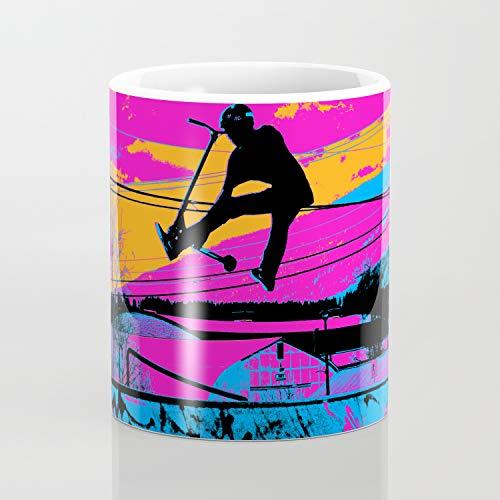 Taza de café con texto en inglés 'Lets Fly', diseño de scooter