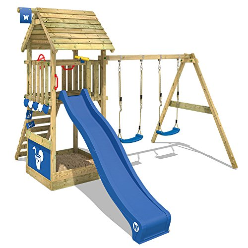 WICKEY Spielturm Klettergerüst Smart Shelter Holzdach mit Schaukel & blauer Rutsche, Kletterturm mit Holzdach, Sandkasten, Leiter & Spiel-Zubehör