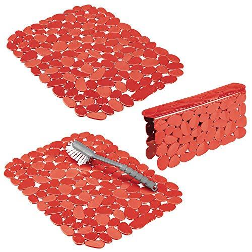 mDesign Juego de 3 tapetes protectores de plástico - Alfombrilla escurridora grande con diseño de guijarros para proteger contra arañazos - Rejillas escurridoras para fregaderos dobles - negro