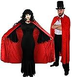 Costumi da vampiro e vampira per feste in maschera. Costume da uomo: cappello a tuba color nero e mantello in velours nero, camicia e pantaloni non inclusi. Costume da donna: vestito nero lungo e frastagliato in stile dark e mantello in velours nero....