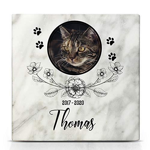TULLUN Individueller Personalisierter Weißer Natur Marmor Gedenkstein für Hunde, Katze und andere Haustiere - Größe 10 x 10 cm - Blumen