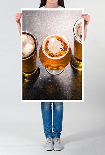 Best for home Artprints – food-fotografie – gevulde bierglazen op een donkere tafel-fotodruk in haarscherpe kwaliteit POSTER 90x60cm