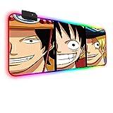 Alfombrilla de ratón Anime One Piece Luffy Ace Sanji RGB Alfombrilla de ratón para Juegos Teclado Retroiluminado LED Alfombrilla de ratón XXL con Base de Goma Antideslizante 900×400 MM
