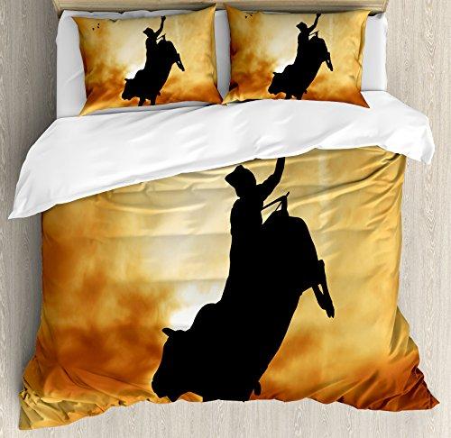 Conjunto de capa de edredom Ambesonne Western com silhueta Bull Rider no pôr do sol céu dramático rústico paisagem de campo rodeo, conjunto de cama decorativo de 3 peças com 2 fronhas, tamanho Queen, preto âmbar