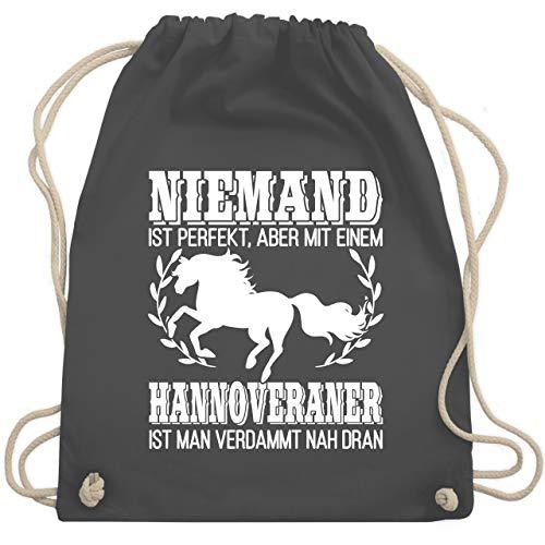 Pferde Geschenk und Reiten Zubehör - Niemand ist perfekt, aber mit einem Hannoveraner ist man verdammt nah dran - weiß - Unisize - Dunkelgrau - Geschenk - WM110 - Turnbeutel und Stoffbeutel aus