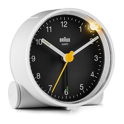 Orologio Sveglia Analogico Classico Braun con Snooze e Luce, Movimento al Quarzo silenzioso, Suono Sveglia Beep con crescendo, colore nero e bianco, modello BC02WB.