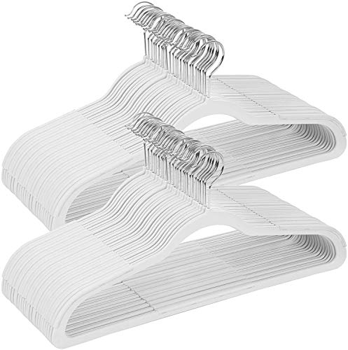 Songmics CRP50W Kleerhangers van kunststof, 50 stuks, goed belastbaar, met antislip rubberen opzetstukken, dun, ruimtebesparend, jasbeugel met 360° draaibare haak, voor mantels, overhemden, wit