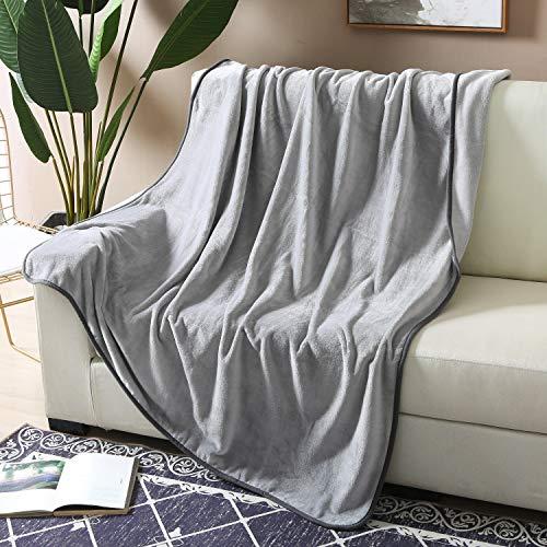 wometo Wohn- und Kuscheldecke Plüsch 150 x 200 cm grau - OekoTex Sofadecke mit Paspel Microfaser kuschelig und weich, wohlig warm