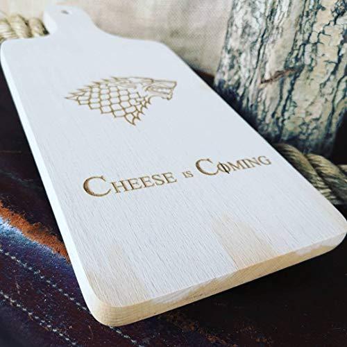 """Tabla de cortar de madera grabada con el texto en inglés""""Cheese is Coming"""" de Juego de Tronos"""