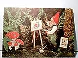 Gartenzwerg. AK farbig, ungel. Zwerg malt Fliegenpilze an einer Staffelei, fertiges Bild an Baum gelehnt