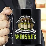 Divertido No puedo caminar sobre el agua, pero puedo tambalearme con el whisky, los amantes de la bebida del whisky irlandés, el día de la madre y el regalo del día del padre, regalo divertido para be