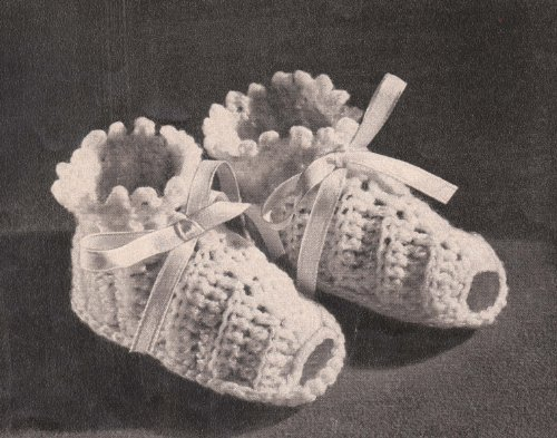 Ruffled Open-Toed Booties Shoes Slippers Crochet Pattern (English Edition)