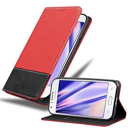 Cadorabo Hülle für Samsung Galaxy J1 2015 in ROT SCHWARZ – Handyhülle mit Magnetverschluss, Standfunktion & Kartenfach – Hülle Cover Schutzhülle Etui Tasche Book Klapp Style