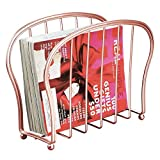 mDesign Revistero de Metal Decorativo para revistas, Libros o tabletas – Organizador de revistas de pie para la Sala de Estar o el baño – Elegante portalibros de Alambre de Metal – Dorado Rosado