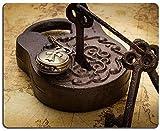 Naturkautschuk Mousepad Altes rostiges Vintage Vorhängeschloss mit Schlüsseln und Taschenuhr mit...