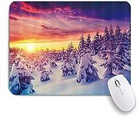 EILANNAマウスパッド 夕暮れ時の雪と冬の霧の森の素朴な松の木 ゲーミング オフィス最適 高級感 おしゃれ 防水 耐久性が良い 滑り止めゴム底 ゲーミングなど適用 用ノートブックコンピュータマウスマット