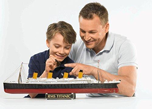 """Revell Modellbausatz Schiff 1:400 – Geschenkset """"100 Jahre TITANIC"""" im Maßstab 1:400, Level 5, originalgetreue Nachbildung mit vielen Details, Kreuzfahrtschiff, 05715 - 12"""