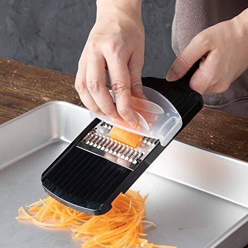 ホルダーが付いているので、切れ味が鋭くても安心です。千切り幅は2mmで、細すぎない千切りになります。きんぴらや人参サラダにもおすすめです。