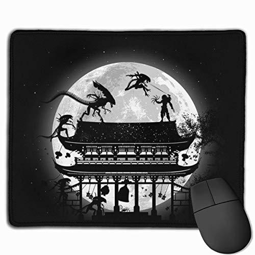 Alfombrilla de ratón Alien Vs Predator Battle in Japón Escritorio Mousepad 11.8x9.8 pulgadas Base de goma antideslizante, alfombrilla de teclado para ordenador/portátil