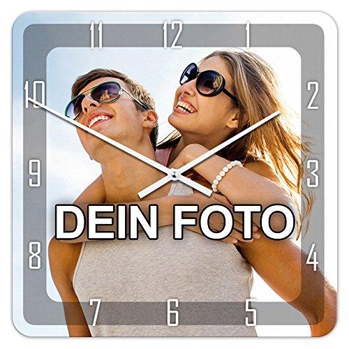 PhotoFancy® - Uhr mit Foto Bedrucken - Quadratische Fotouhr aus Kunststoff - Wanduhr mit eigenem Motiv selbst gestalten (35 x 35 cm, Design: Klassisch schwarz/Zeiger: weiß)