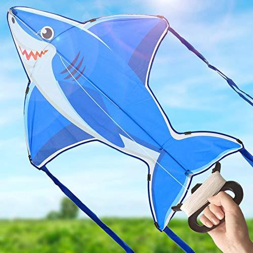 OleOletOy Drachen - Blauer Hai - Einleiner Flugdrachen für Kinder, 88x117 cm mit 8 Streifenschwänze inkl. 50m Drachenschnur, Leicht Fliegen im Freien beim Wind, Beliebt bei Mädchen & Jungen