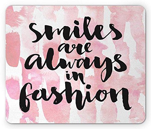 Mode muismat, inkt en penseel kalligrafie glimlach zijn altijd in de mode inspirerende bericht, standaard formaat rechthoek anti-slip rubber muismat, lichtroze zwart wit