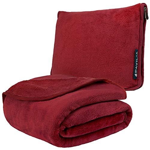 PAVILIA Reisedecke und Kopfkissen | Warm Weich Fleece 2in1 Combo Decke für Flugzeug, Camping, Autoreisen | Großes Kompaktes Deckenset mit Gepäckgurt & Rucksackclip | 60x43 (Weinrot)