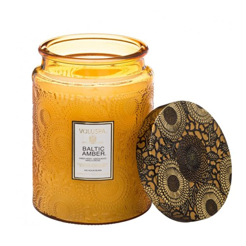 たるみひねりパッケージVoluspa ボルスパ ジャポニカ リミテッド グラスジャーキャンドル  L バルティックアンバー BALTIC AMBER JAPONICA Limited LARGE EMBOSSED Glass jar candle