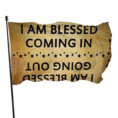 GOSMAO Bandera de Jardín Doble Costura Resistentes a la Decoloración UV Banner de Bandera Decorativo Exterior Fiesta Mardi Gras para Patio Césped Soy Bendecido yendo y viniendo 150X90cm