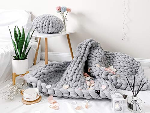 la Reine Large Chunky Knit Blanket Bundle with Knitted Throw Pillow, Soft and Thick Giant Cable Hand Knit Throw, Big Yarn Blanket or Throw for Sofa, Gift for Her (Blue Grey, 59' x 79')