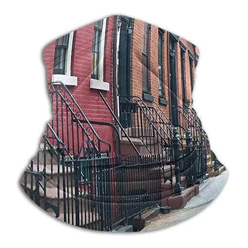 Linger In Escaleras urbanas Que conducen a Las Puertas de la Fila de Apartamentos Antiguos arquitectónicos de la Ciudad de Nueva York Vista del Cuello Calentador de Cuello Polaina