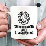 Tazza da caffè personalizzata con situazioni difficili per creare persone forti Tazza da caffè, regalo motivazionale, regalo motivazionale, tazza da caffè motivazionale, tazza da caffè re leone Nonna