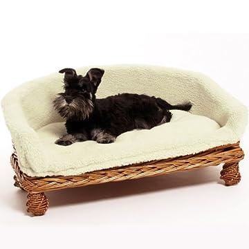 Wie ein König wird Ihr Liebling auf seinem eigenen Hundsofa schlafen Denn dieses kleine Schmuckstück aus handgearbeiteter Weide ist urgemütlich und ein Hingucker in jedem Wohnzimmer Das kuschelige Wendeliegekissen ist bei 30°C waschbar und bietet opt...