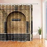 MMPTN Plattform 9 & 3/4 im Londoner Bahnhof King's Cross Braune Wand Vintage Duschvorhang Mehltau beständig wasserdicht Badezimmerdekorationen Badvorhänge Haken enthalten 71X71 Zoll