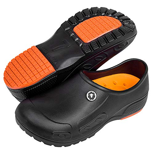 YUNG Professional Slip Resistant Clogs - Chef Clogs  Restaurant Work Shoe  Nurse Shoe  Garden Work Shoe for Men and Women Unisex Black