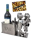 BRUBAKER Weinflaschenhalter Liebespaar an der Bar Deko-Objekt Metall Paargeschenk Flaschenständer mit Grußkarte