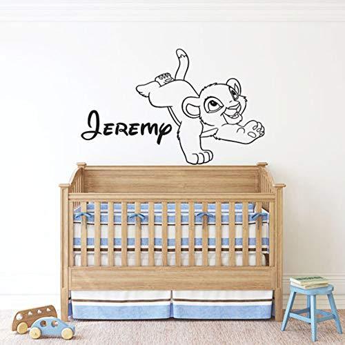 BNSDMM Le Roi Lion Sticker Mural de Bande Dessinée Simba Personnalisé Nom Personnalisé Vinyle Autocollant Mural Pépinière Enfant Chambre Bébé Chambre Décor À La Maison 57×89cm