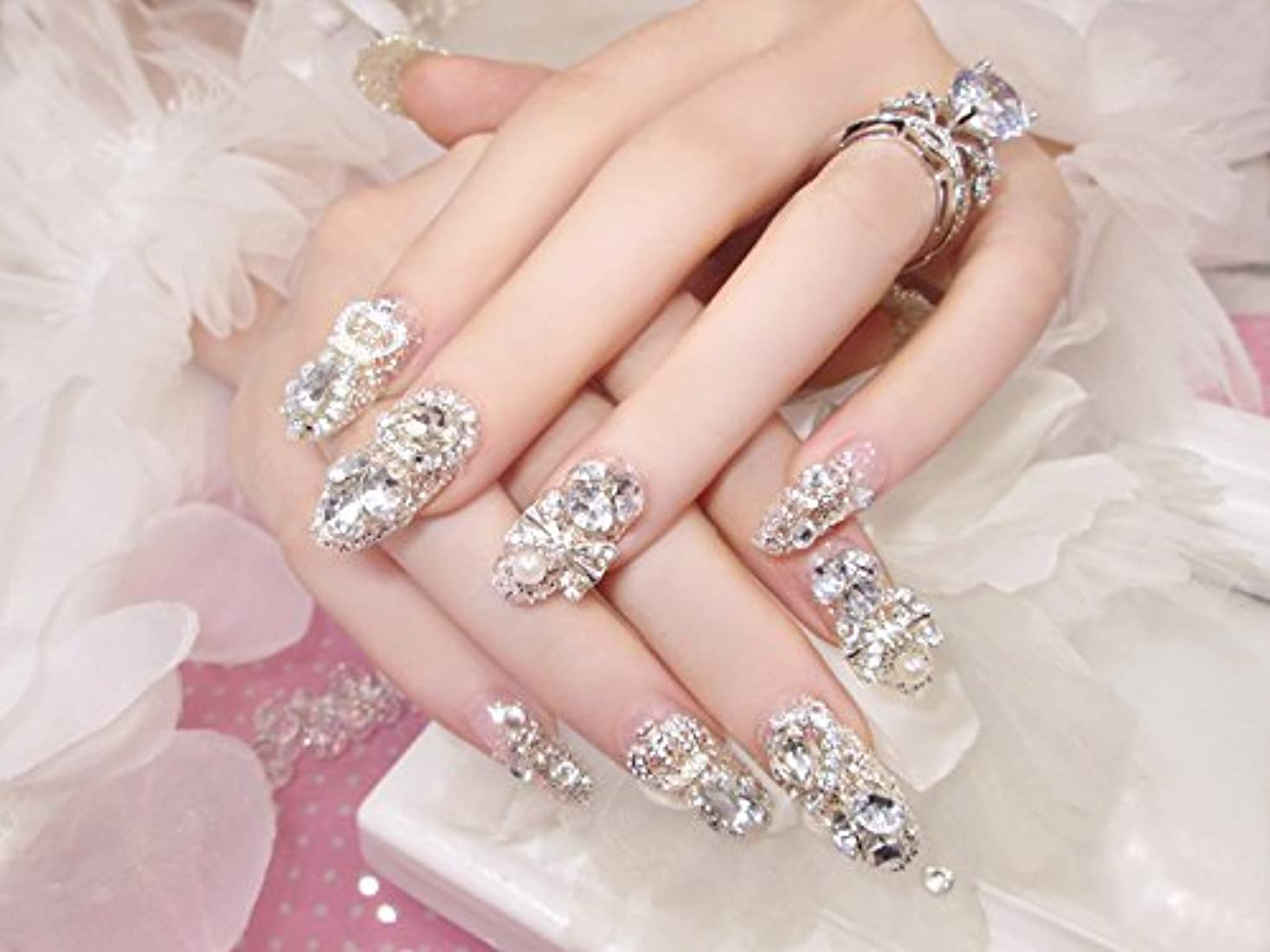 晴れ一緒に付録花嫁ネイル 手作りネイルチップ ラインストーンリボンが輝く フルチップ シンプル ネイルチップ24枚セット 人造ダイヤモンド 両面接着テープ付き 結婚式、パーティー、二次会などに ジルコン (A36)