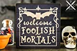 qidushop Lustiges Holzschild Welcome doolish Mortals, Dekoschild für Halloween, 112 Puppenhaus,...