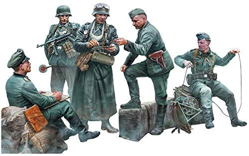 マスターボックス 1/35 ドイツ軍 野戦憲兵2体 & 将官3体 & 子犬付き 前線連絡 プラモデル MB35211