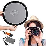 Fotover 2 in 1 Faltbar 12x12 Zoll Weißabgleich und 3 in 1 Graukarte Reflektiert 18% des Lichts Referenzkarte mit Premium Clip Release Umhängeband für Canon Nikon Sony Pentax Fuji Olympus Kamera -