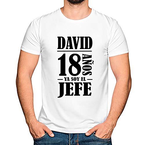 Regalo Personalizado para el 18 cumpleaños de un Hombre: Camiseta Personalizada con su Nombre y Edad (Blanco)
