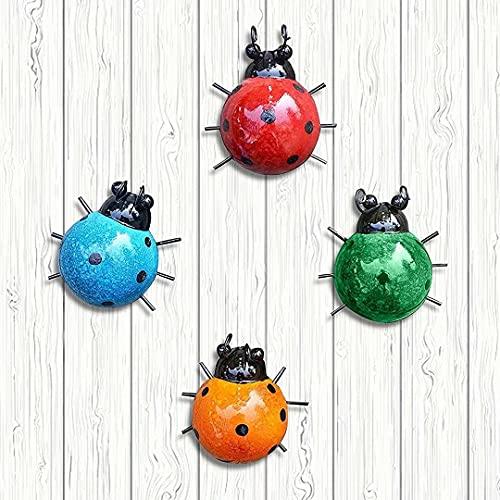 Coccinelles en métal Un Groupe de 4 Insectes Mignons colorés pour accrocher Art Mural Jardin pelouse décor intérieur extérieur Sculptures murales