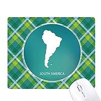 南アメリカ 大陸のシルエットの地図 緑の格子のピクセルゴムのマウスパッド