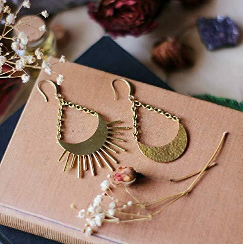 Pendientes sol y luna asimétricos mujer largos estilo bohemio cuelgan con cadena moda celestial color oro, joyería boho sin níquel. Accesorios regalo para chicas