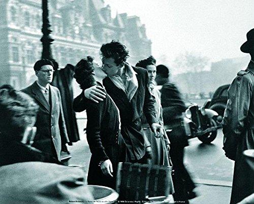 Lámina/Impresión de Arte de Robert Doisneau - Le Baiser De L'Hotel De Ville (30cm x 24cm) + 1 paquete de tesa Powerstrips® (20 tiras)