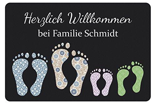 Personalisierte Fußmatte mit Namen und Vier Fußabdrücken Dunkelgrau - Türvorleger mit Familienname personalisiert - Lustige Geschenke