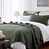 SunStyle Home Quilt Set Queen Olive Green Lightweight Bedspread Soft Reversible Coverlet for All Season 3pcs Army Green Square Quilted Quilted Bedding Sets (1 Quilt 2 Pillow Shams)(90'x96')